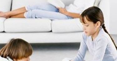 naučiti djecu da se sama igraju