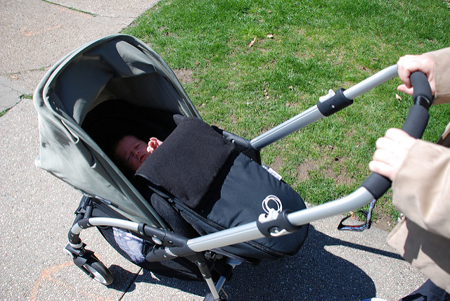 beba u prvoj šetnji