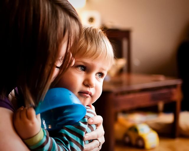 zagrliti djecu