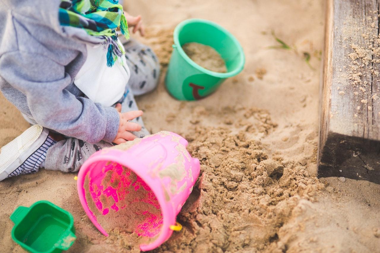 Djeca koja se ne znaju igrati sama – može li ih se naučiti?