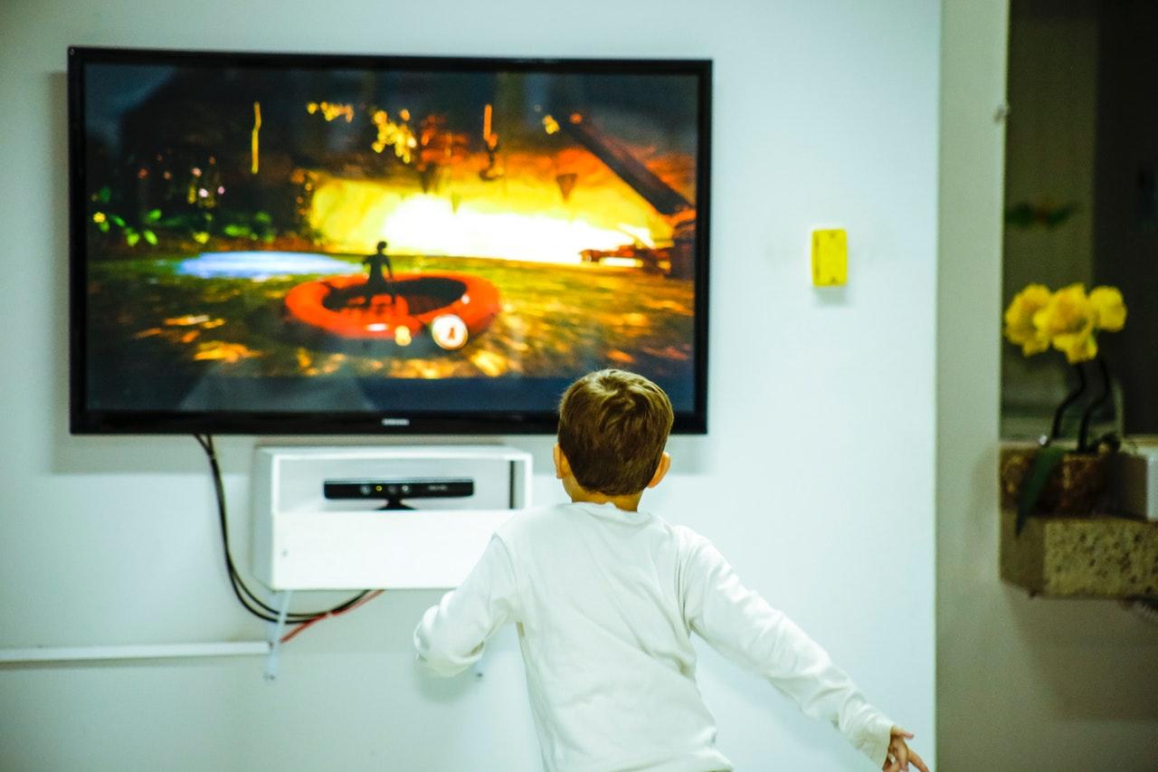 Nove studije upozoravaju: Djedovi i bake dozvoljavaju previše vremena pred tv-om