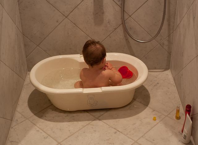 dijete mrzi kupanje
